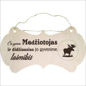 """GRAVIRUOTA, PAKABINAMA LENTELĖ """"ČIA GYVENA MEDŽIOTOJAS"""""""